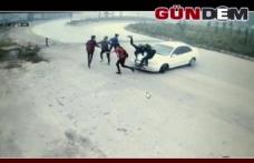 Kontrolden çıkan otomobil öğrencilerin arasına daldı!..