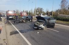 Kavşakta iki otomobil çarpıştı: 1 yaralı