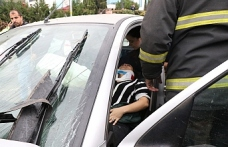 Otomobil hafif ticari araçla çarpıştı: 3 yaralı