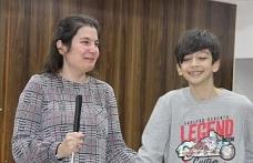 Görme engelli Özbek öğrencilerin dünyasını değiştirdi