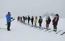 Türkiye'nin 53. kayak merkezinde kayak eğitimi başladı