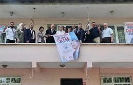 Bakan Özlü, ev ziyareti yaptı AK Parti bayrağı astı