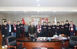 Şampiyon takım mutluluğunu Başkan Yemenici ile paylaştı