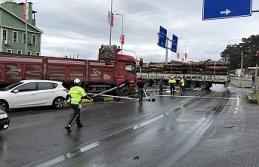Kırmızı ışıkta duramayan kamyon otomobile çarptı