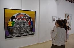 Öğrencilerinin eserleri sanat severlerle buluşuyor