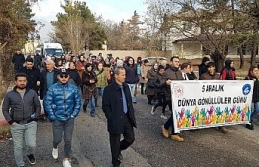 Dünya Gönüllüler Günü yürüyüşü