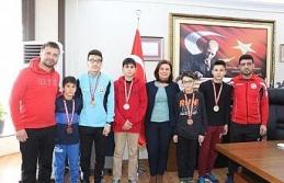 Dereceye giren sporculardan Başkan Köse'ye ziyaret