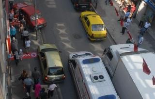 Trafik sıkıştı ambulans şoförü çaresiz kaldı,...