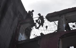 7. katta çalışan işçilerin yıkım şovu