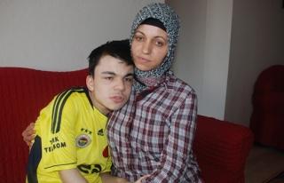 Omurilik hastası genç yardım bekliyor