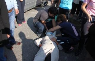 Kaldırımdan düşen kadın hastaneye kaldırıldı