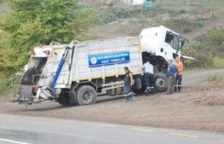 Ereğli´de çöp kamyonu takla attı: 3 Yaralı