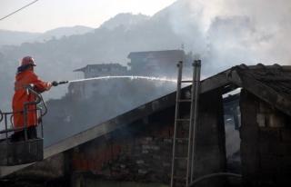 Çıkan yangında,ev tamamen yandı