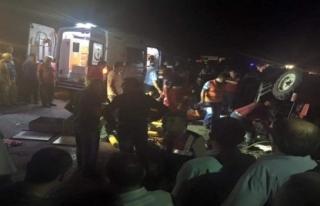 Minibüs traktöre çarptı: 2 ölü