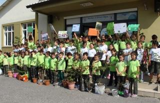 Minik öğrencilerden yeşil miras
