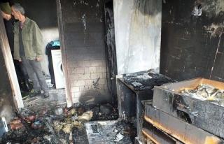 Buzdolabından çıkan yangın evi kullanılmaz hale...