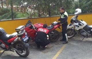 Dur ihtarına uymayan sürücünün motosikleti çalıntı...