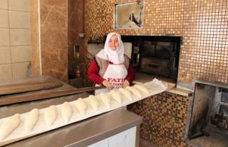 Babasından kalan ekmek fırınını 20 yıldır işletiyor