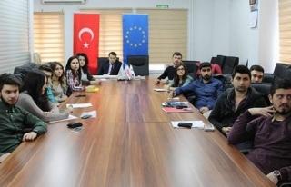 Kent Konseyi gençleri Erasmus ile bilgilendirildi