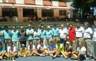 Tenis Deniz Spor Kulübünde tenis hakemi eğitimleri...