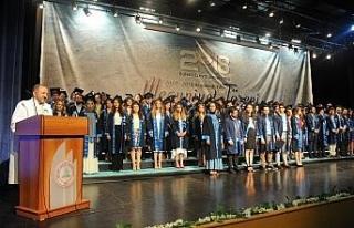 BEÜ'de bölüm bölüm mezuniyet coşkusu