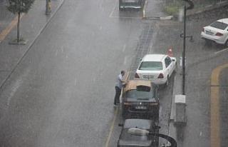 Dolu ve yağmur Hayatı Felç Etti..