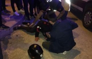 Motosiklet sürücüsü otomobile çarptı; 1 Yaralı