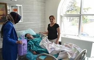 Tedavi gören hastalara ziyaretler sürüyor