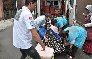 Oy kullanmaya ambulansla götürüldü