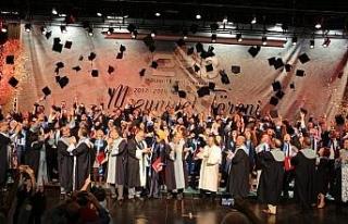 Doktorlar mezun olup yemin etti