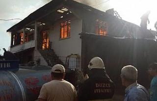 Ahşap ev yanarak kül oldu!