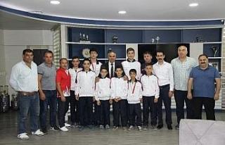 Başkan Ay'dan genç güreşçilere tam destek