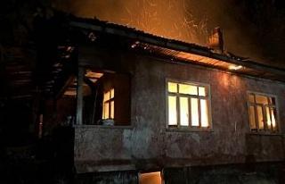Gece yarısı çıkan yangın korkuya neden oldu