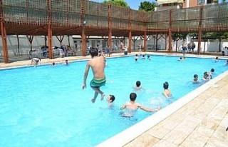 Hizmete giren yüzme havuzu büyük ilgi görüyor