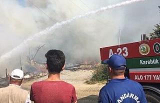 Köy yangını: Ekiplerin çalışması sürüyor