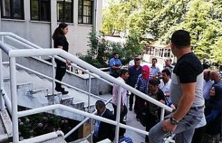 Katliam sanıkları mahkeme salonunda kavga etti