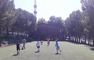 SAKEM'deki çocuklar halı saha turnuvalarında...