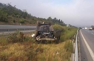 TEM'de otomobil takla attı: 3 yaralı
