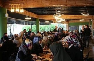 Akçokaca Belediye Başkanı Yemenici din görevlileriyle...