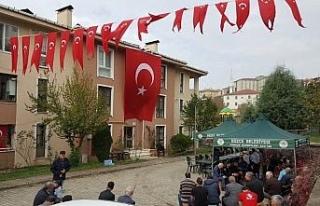 Düzceli Şehidin evi bayraklarla donatıldı