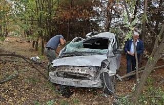 Otomobil takla atarak ormanlık alana uçtu
