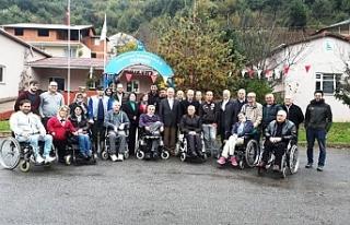 Kaymakam Çorumluoğlu, engellileri ziyaret etti