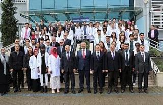 KBÜ Tıp Fakültesi öğrencileri beyaz önlüklerini...