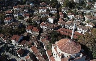 Osmanlı kenti Safranbolu'da tarihi çarşı gün...