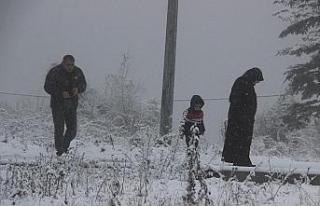 Vatandaşlar Bolu Dağı'nda durdu karda fotoğraf...
