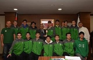 Başkan Ay Şampiyon basketçileri ağırladı