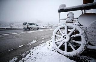 Bolu Dağı'nda kar yağışı etkisini sürdürüyor