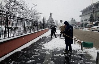 Düzce Belediyesi karla mücadele ekipleri heryerde
