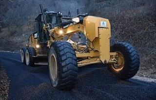 Köy yollarında sıcak asfalt çalışmaları devam...