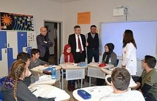 Milli Eğitim Müdürü Yiğit, okulları geziyor